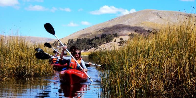 PADDLING - KAYAKING UROS FLOATING ISLANDS