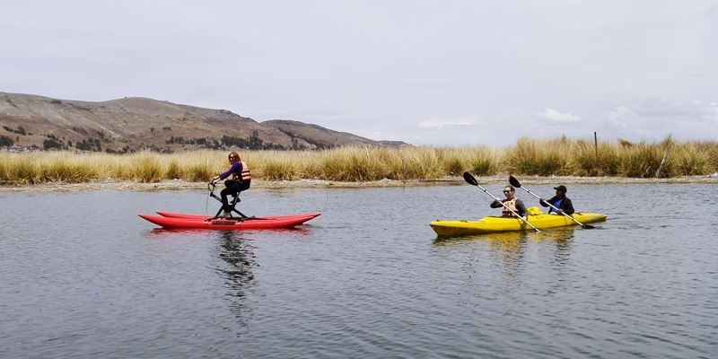 KAYAKS - KAYAKING IN UROS ISLAND