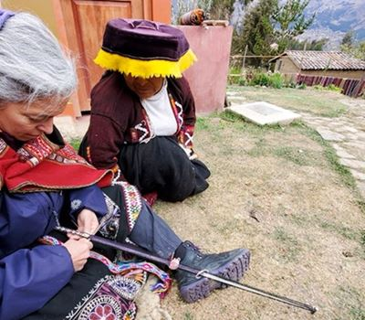 Learn To Weave With A Quechua Local